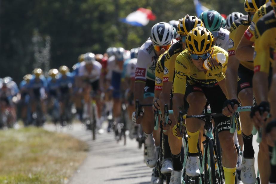 Derrière le vainqueur et le petit groupe de poursuivants, Primož Roglič, détenteur du maillot jaune du meneur au classement général, s'est assuré de garder ses rivaux derrière lui à deux jours de l'arrivée à Paris.