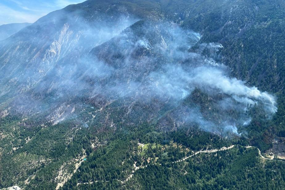 Canicule en Colombie-Britannique | Le village de Lytton évacué en raison d'un incendie de forêt
