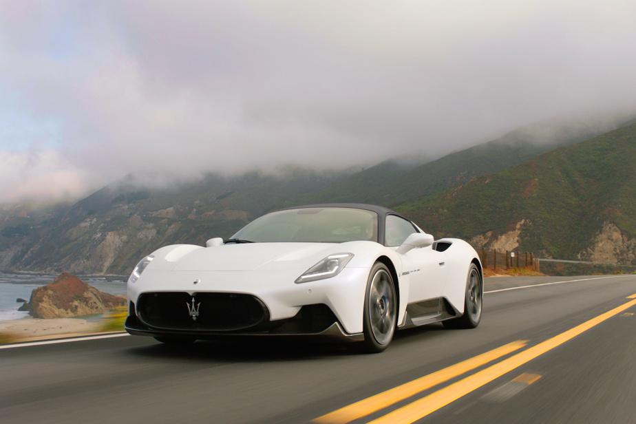 Maserati MC20 — En plus de personnifier le désir d'un grand constructeur italien de vouloir revenir en force grâce à une plus grande autonomie, cette MC20 cherche à séduire avec une magnifique robe pour bousculer bien des grands acteurs chez les supervoitures. Au menu: un V6 de 3L biturbo de 621ch guidé par une boîte automatique à double embrayage (8 rapports) et une version entièrement électrique en préparation.