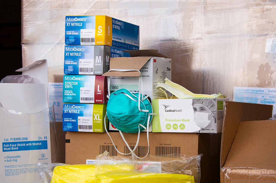 Matériel médical: l'Alberta et le Manitoba feront des dons aux provinces plus touchées