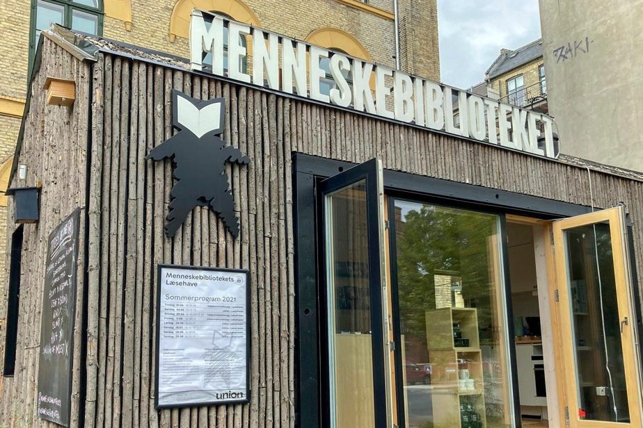 Danemark À la «Bibliothèque humaine», l'autre est un livre ouvert