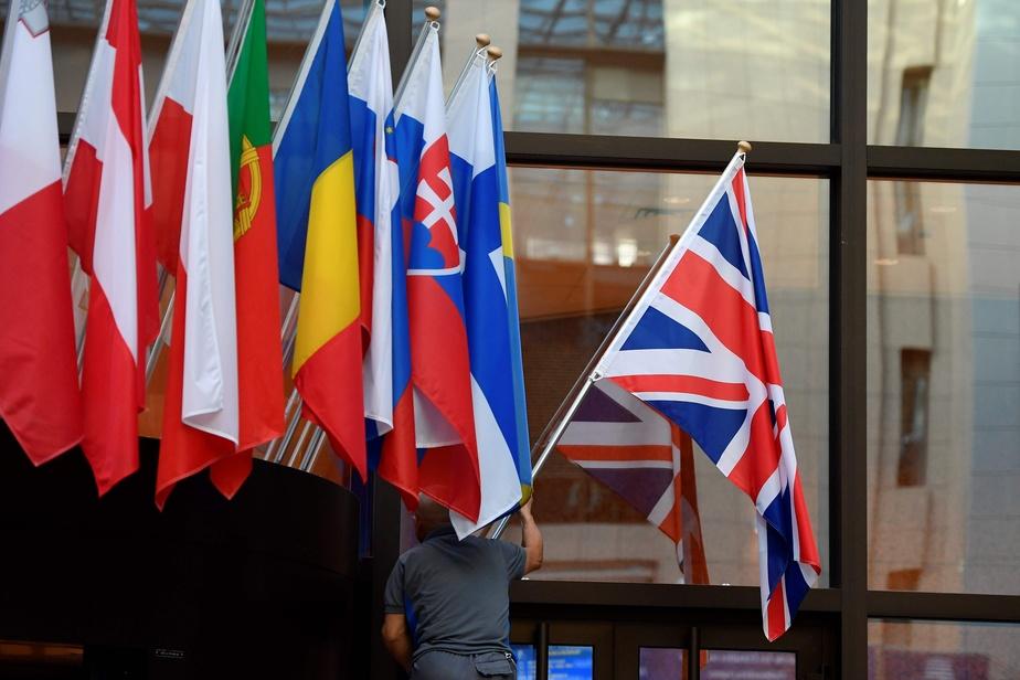 Les députés votent la tenue de législatives anticipées le 12 décembre — Brexit