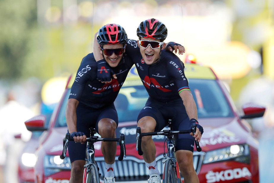 Michał Kwiatkowski (à droite) a remporté la 18eétape du Tour de France, jeudi, à La Roche-sur-Foron, en Haute-Savoie. Le Polonais de l'équipe Ineos Grenadiers a franchi l'arrivée bras dessus bras dessous avec son coéquipier, l'Équatorien Richard Carapaz.
