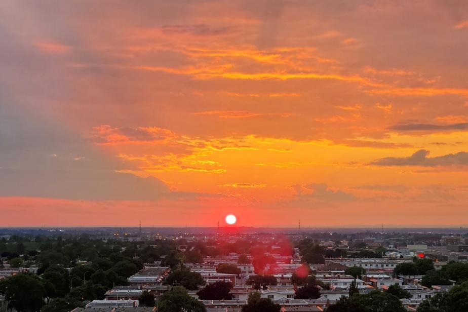 Pour ce lecteur, le plus beau coucher de soleil s'admire à Montréal-Nord, grâce à une vue dégagée sans hauts bâtiments. «Souvent, le soleil se transforme en boule de feu et peut nous rappeler des paysages maghrébins ou certains films, comme Indiana Jones», dit-il.