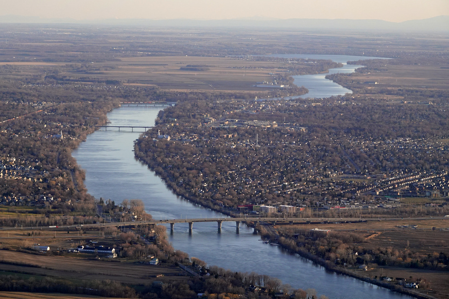 Déversement de produits pétroliers dans la rivière Richelieu après un accident)