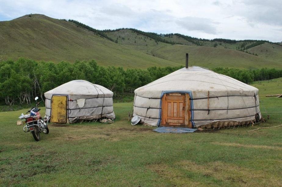 Pierre-Luc Boulet et Jean-Philippe Chouinard ont fait un tour du monde qui s'est conclu trois mois plus tôt que prévu l'an dernier. Le couple, qui avait raconté son projet dans LaPresse, a tout de même réussi à parcourir de nombreux pays, dont la Tanzanie, le Rwanda et la Croatie. Voici une photo de son séjour en yourte en Mongolie.