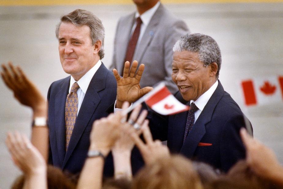 NelsonMandela est arrivé au Canada le 17juin, deux jours avant son passage à Montréal. Il a rencontré BrianMulroney, premier ministre de l'époque, qui a été un leader dans la lutte contre l'apartheid au sein du Commonwealth.