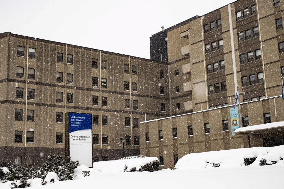 Éclosion au CHSLD Lionel-Émond | À peine 40 % des travailleurs ont été vaccinés - La Presse