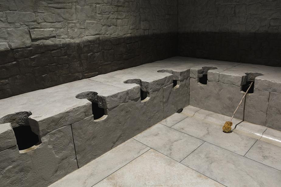 Ici, des latrines romaines, dans la section immersive conçue sous forme de cabinets de toilettes publiques géants.
