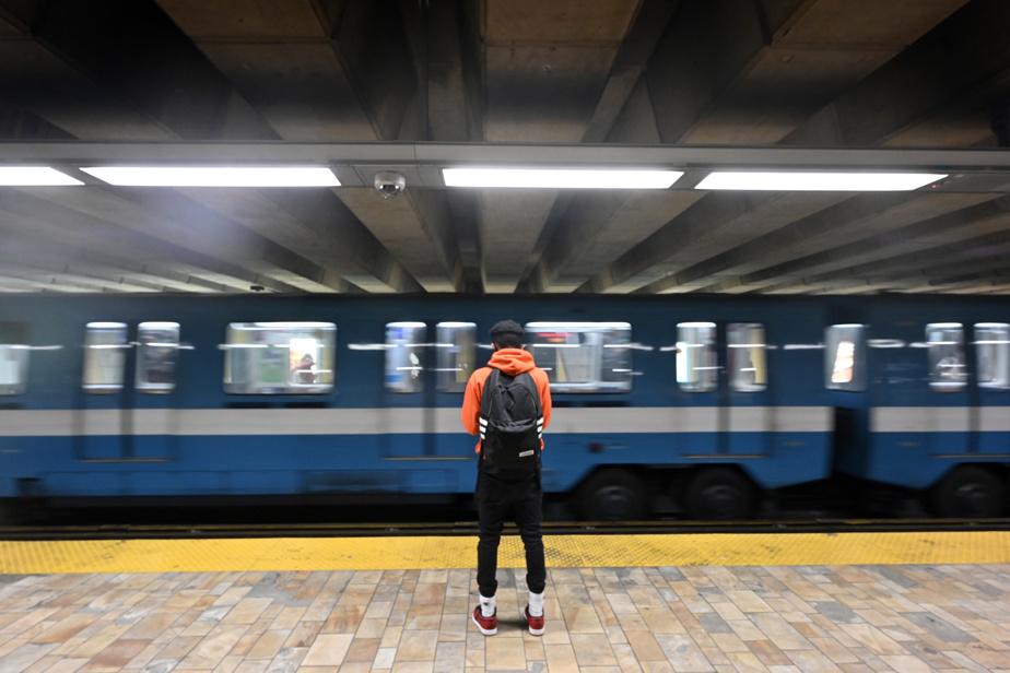 Ligne bleue du métro Plante s'oppose au retrait d'une station)