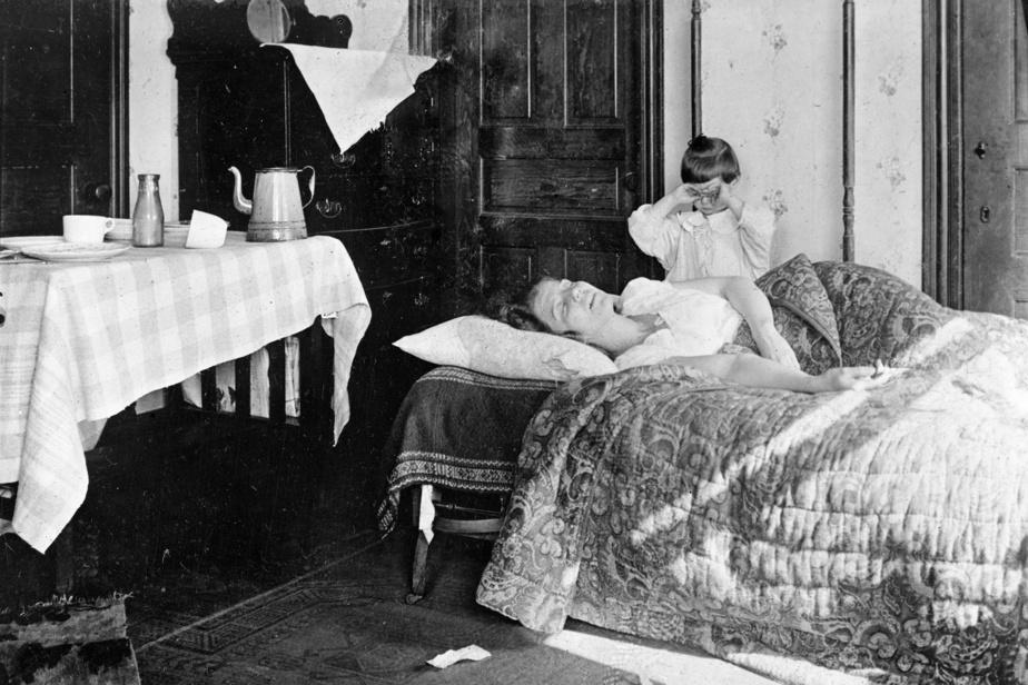 Une enfant en pleurs inquiète pour sa grande sœur malade avait appelé au secours la Croix-Rouge, qui a pris cette photo en novembre1918.