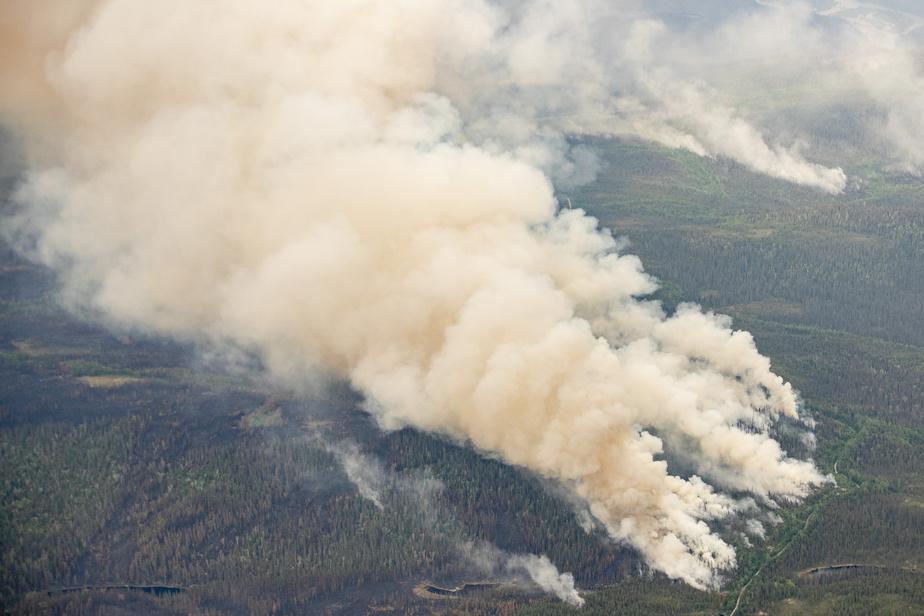 LaPresse a survolé mardi l'immense territoire entre Saguenay et le brasier du secteur de Chute-des-Passes.