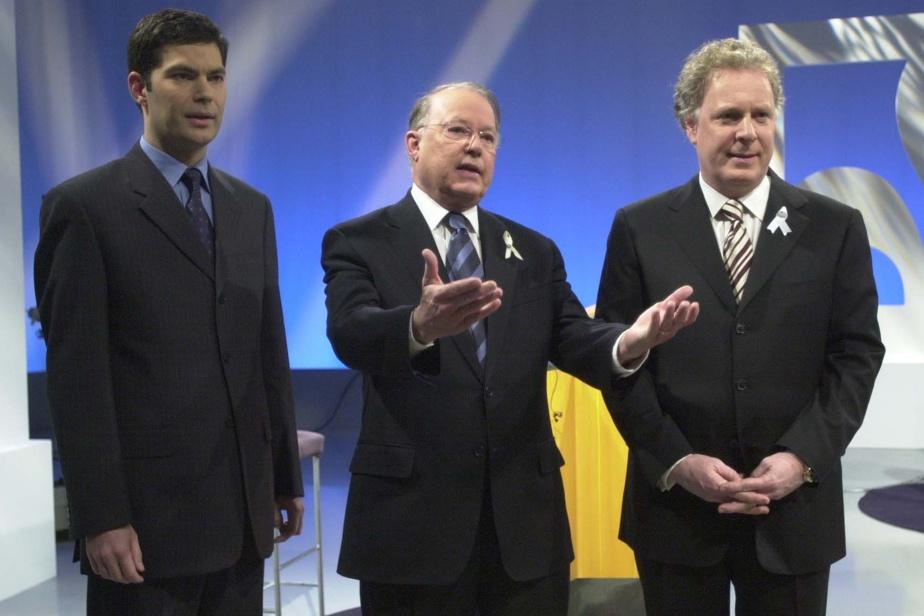 Au débat télévisé en prévision des élections de 2003, Bernard Landry (au centre) semble mal préparé devant un Jean Charest (à droite) plus combatif. Pour sa part, Mario Dumont peine à trouver des appuis auprès de la population.