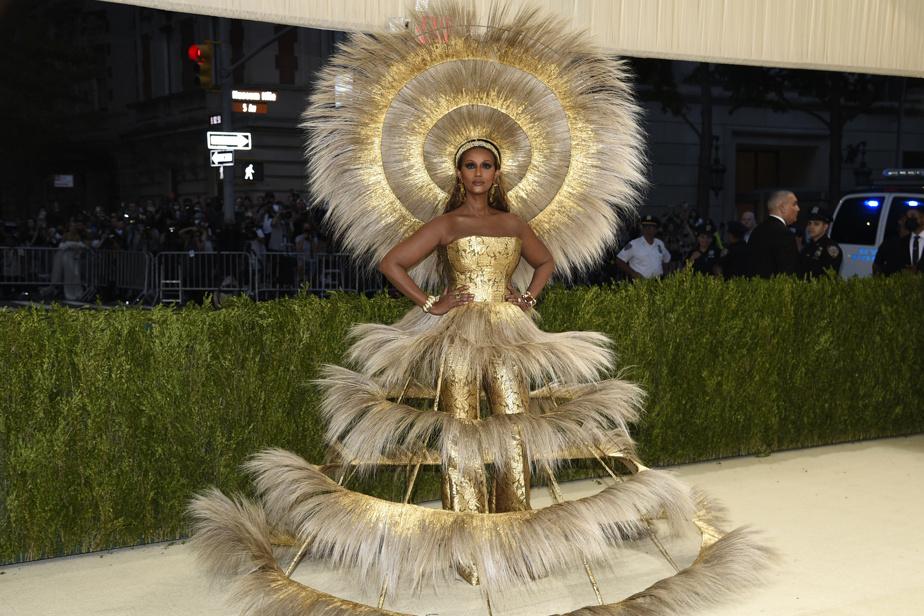La top-modèle Iman est un véritable rayon de soleil dans cette robe signée Harris Reed.