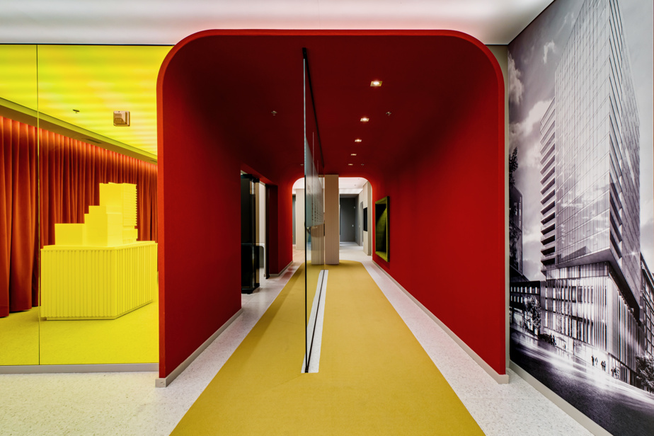 Les gens auront besoin de couleur en 2021, croit le designer d'intérieur Alain Desgagné, fondateur de l'agence Innédesign. Il y a eu recours à profusion lorsqu'il a conçu le bureau des ventes du projet Imperia Condominiums, dans le Quartier des spectacles, à Montréal.