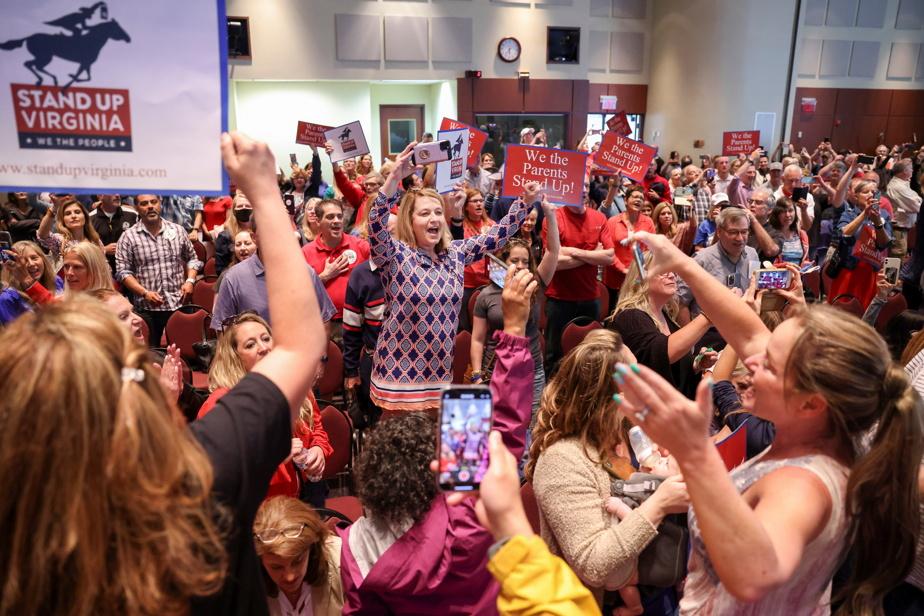 Manifestation de parents contre l'enseignement de la théorie critique de la race, lors d'une réunion de la commission scolaire du comté de Loudoun, en Virginie, la semaine dernière