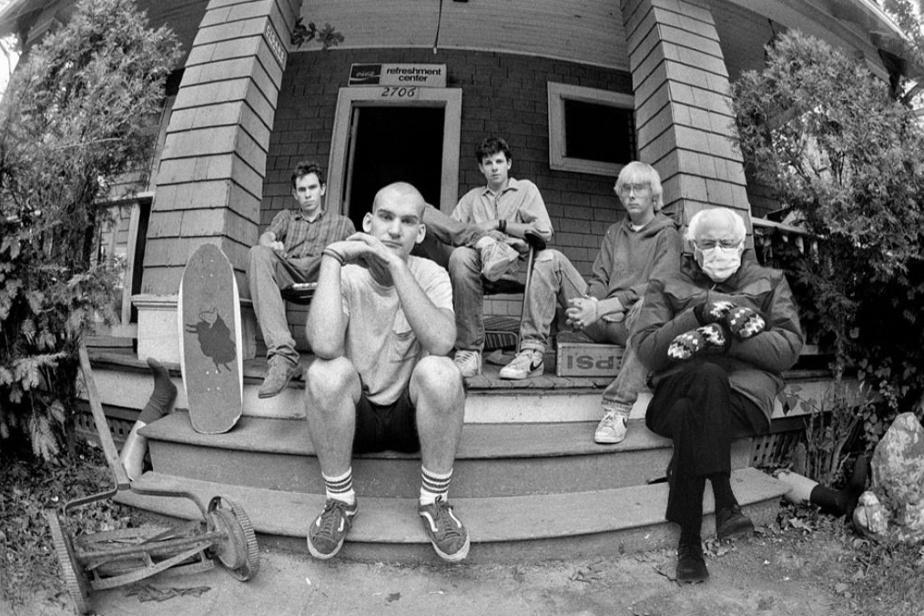 La communauté punk est l'une des premières à avoir parodié l'image, se reconnaissant dans l'attitude etlasituation.