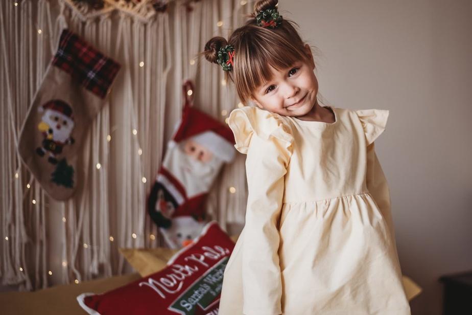 Natinou est née lorsque Yael Boujo a commencé à créer et à coudre de petites robes pour sa première fille. Ses charmants modèles sont tous fabriqués ici, comme cette robe en velours côtelé 100% coton couleur beurre aux irrésistibles manches à froufrous, tirée de la collection «Noël épicé». Prix: 55$ (tailles de 12-18mois jusqu'à 4-5ans), offerte enligne.