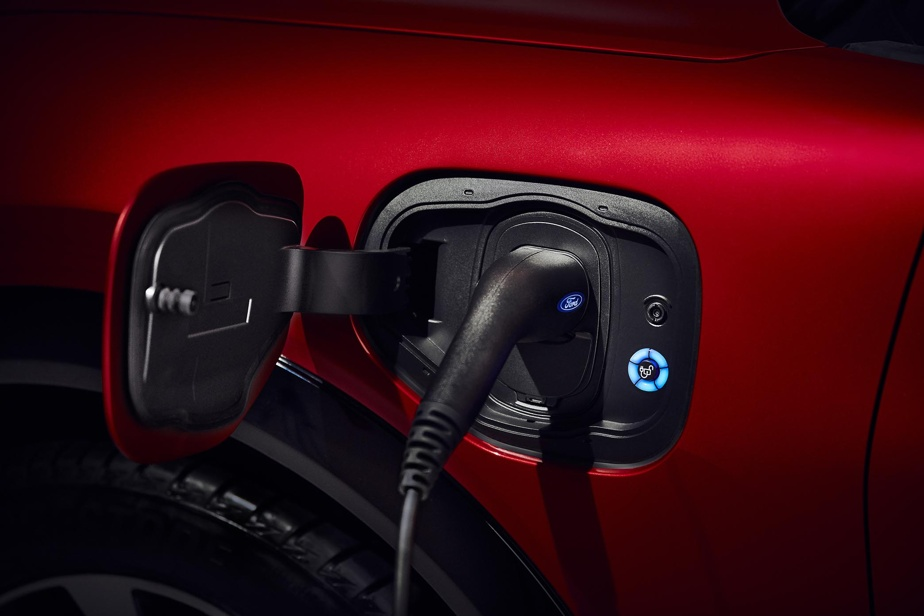Branchée sur une (puissante) borne de 150 kW, la batterie retrouve 80% de son potentiel en un plus d'une heure.