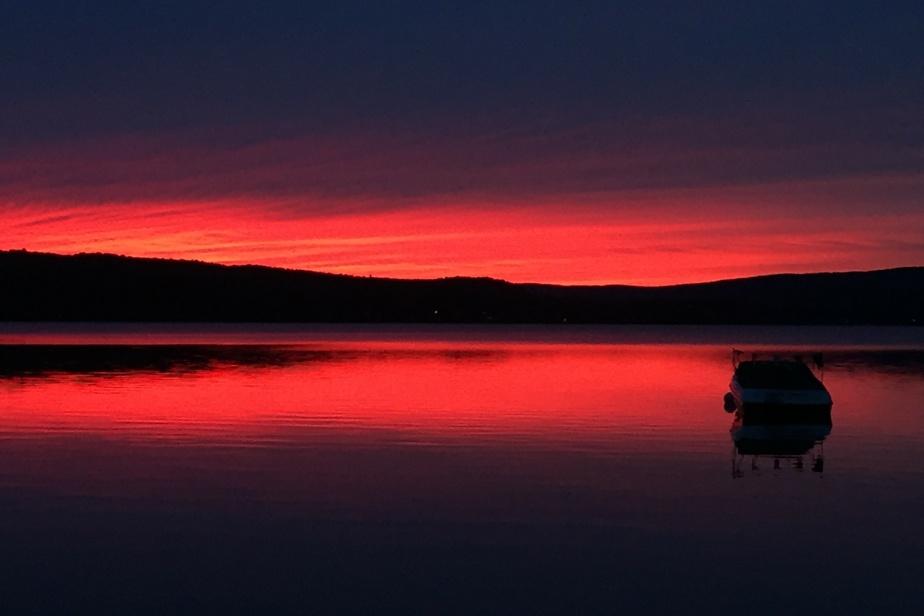 Cette lectrice vient admirer les couchers de soleil intenses du lac Maskinongé depuis plus de 50ans.