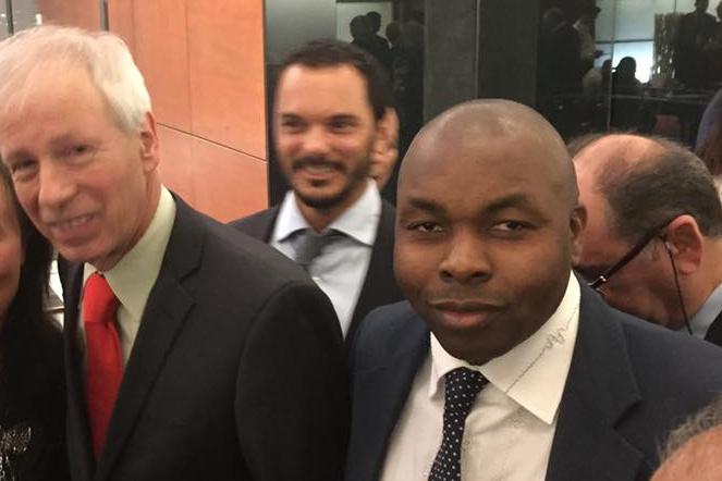 Ekens Azubuike et l'ex-ministre et ancien chef du Parti libéral du Canada, Stéphane Dion