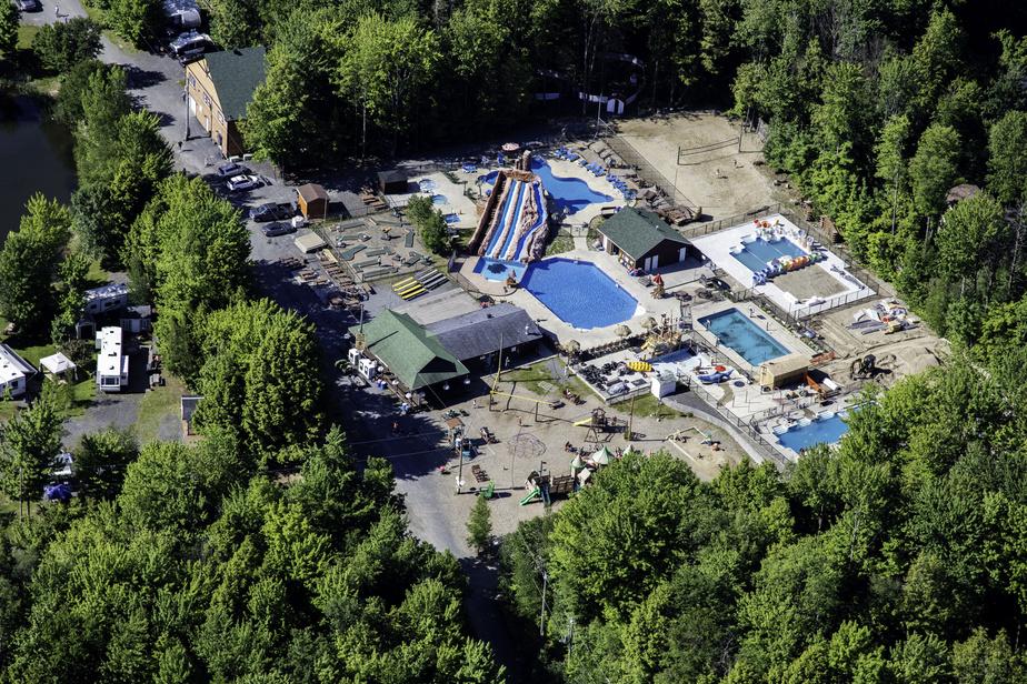 Le camping Vacances Bromont, avec entre autres ses piscines chauffées, ses glissades d'eau et ses spas, a de quoi faire plaisir à toute la famille.