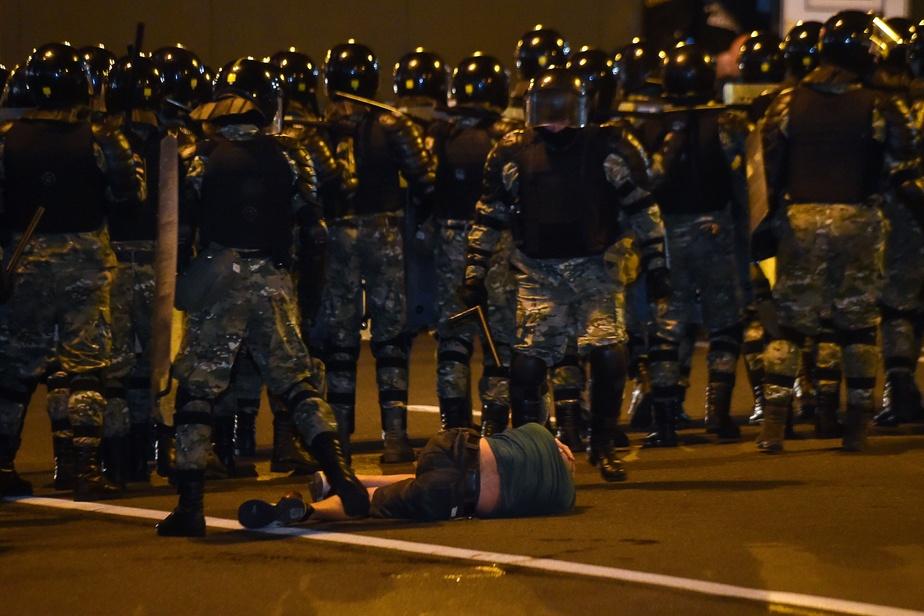 Bélarus: victoire écrasante de Loukachenko après une nuit de répression