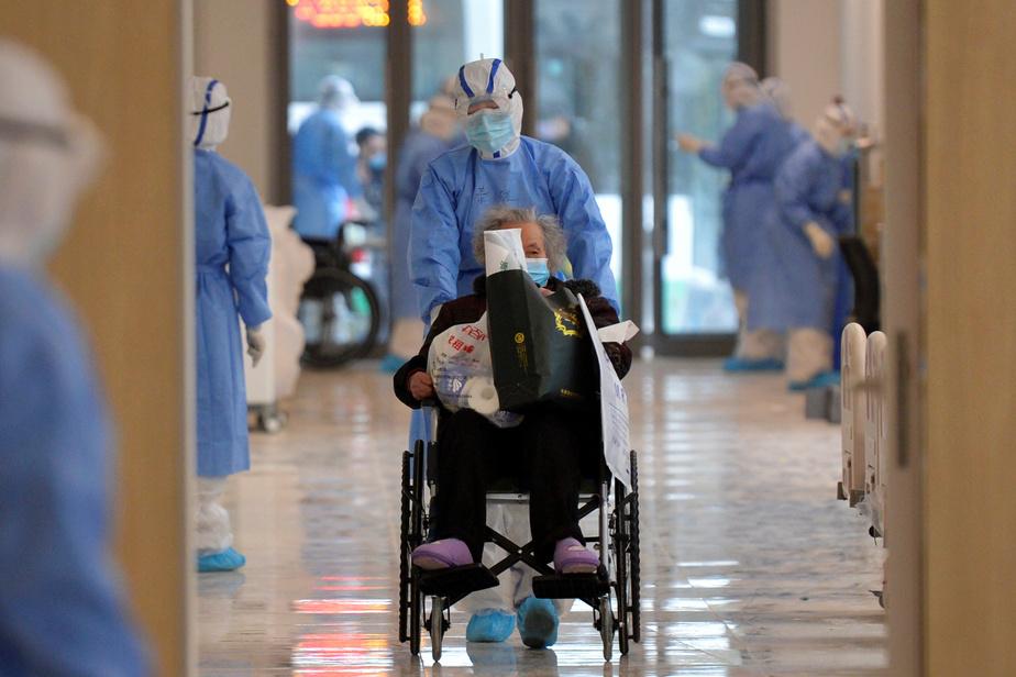 REUTERS Une patiente atteinte du coronavirus dans un hôpital à Wuhan