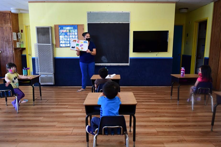 Les États-Unis divisés sur la réouverture des écoles et les masques