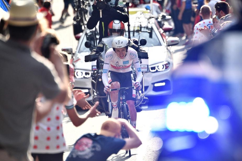 À moins d'une erreur majeure dimanche, lors du traditionnel défilé des cyclistes qui culminera avec le sprint final vers le fil d'arrivée, Pogacar succédera au Colombien Egan Bernal, qui était âgé de 22 ans en 2019, à titre de plus jeune champion du Tour de France.