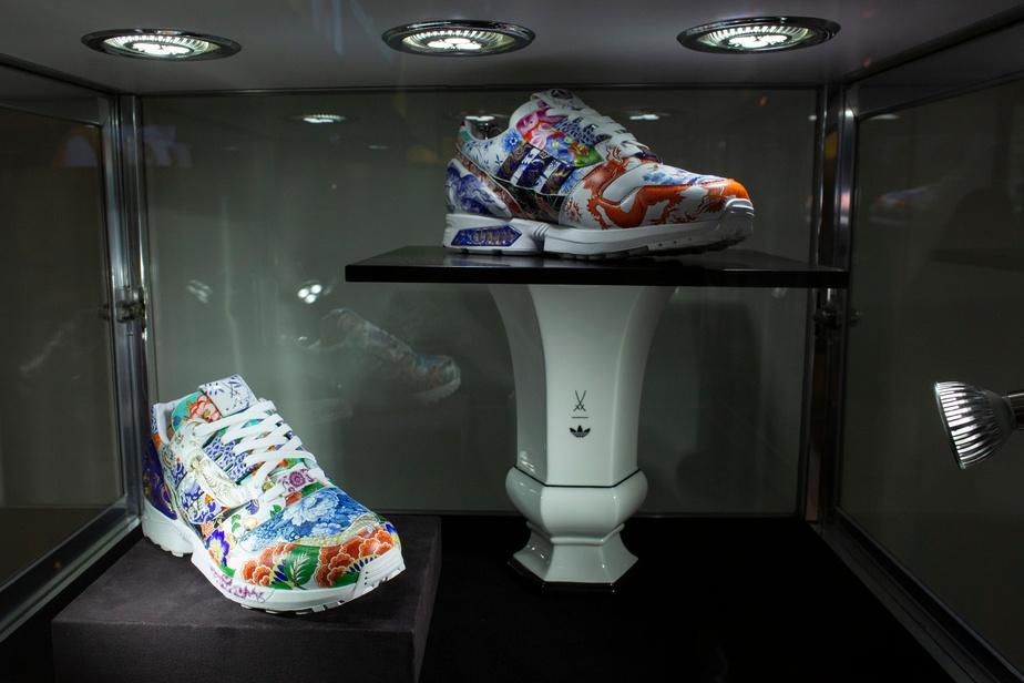 Une paire de baskets vise le million de dollars aux enchères