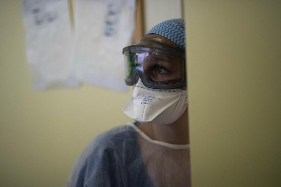 Coronavirus: plus de 400 morts à l'hôpital en 24 heures en France