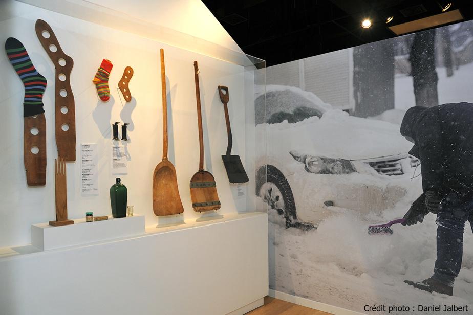 Vue de l'exposition Attache ta tuque! Une virée décoiffante dans la culture québécoise