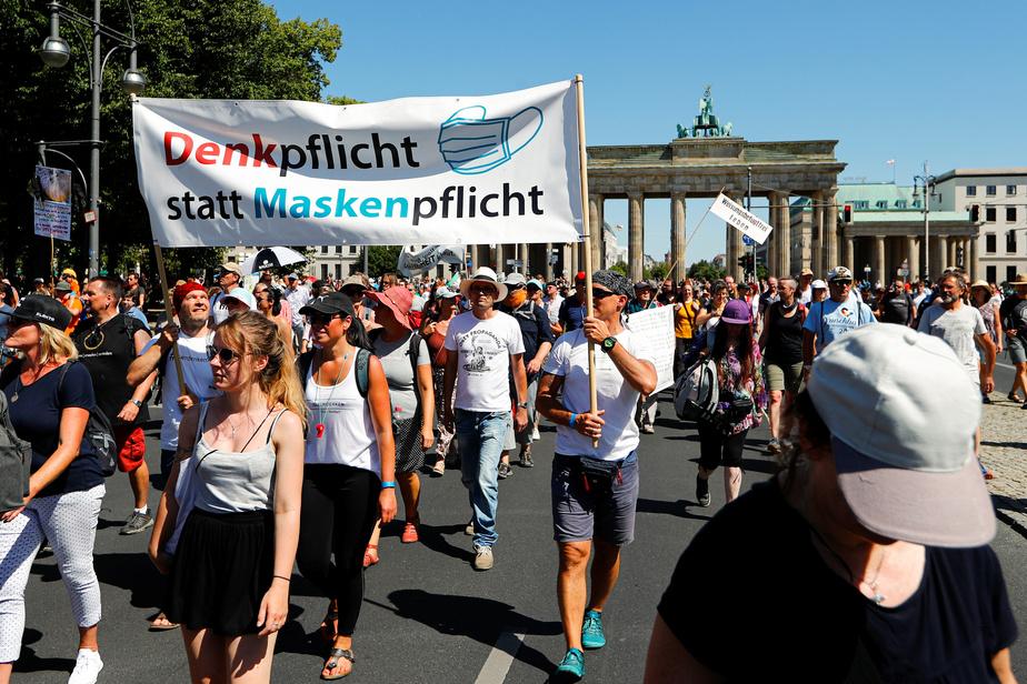 Allemagne : 17.000 personnes défilent sans masque à Berlin contre les mesures sanitaires