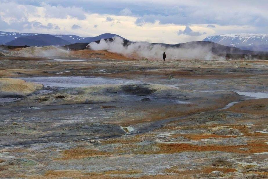 «J'ai quelques voyages outre-mer derrière la cravate, mais celui qui m'a fait ressentir le plus que j'étais ailleurs, c'est l'Islande, plus particulièrement le site de Námajfall, estime Vincent Garon-Aubin. Le sol y est orangé, avec des mares boueuses aux reflets bleutés et des cheminées de soufre un peu partout, le tout entouré de montagnes et de volcans. Ce fut une des plus belles expériences de voyage de ma vie.»