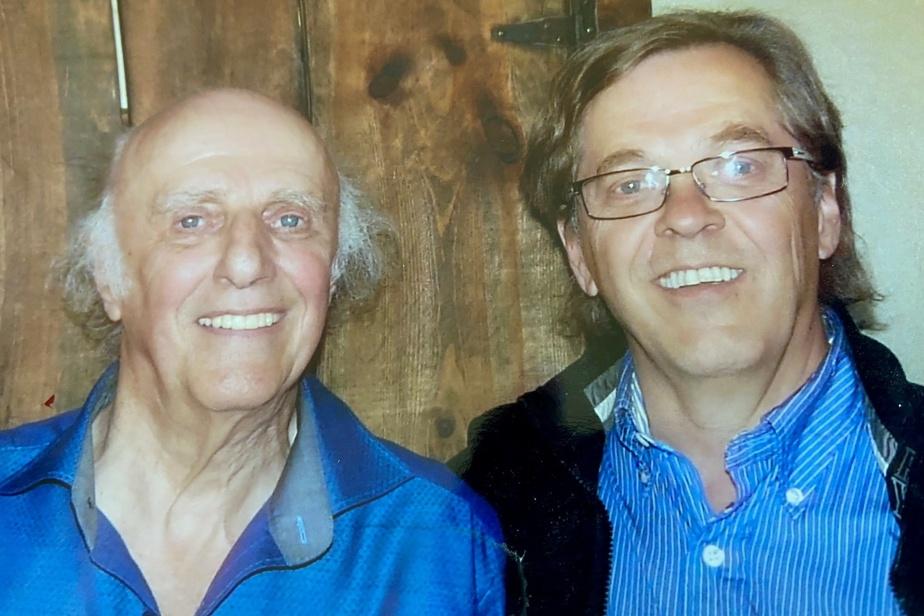 Gilles Vigneault est un illustre habitué du Vieux Clocher deMagog.