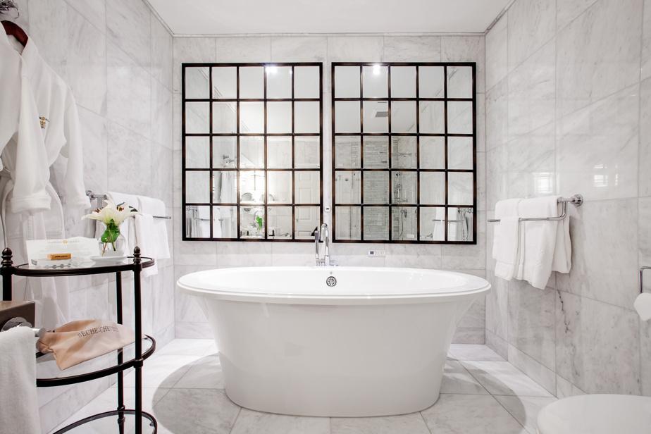 Dans la suite Massawippi, toujours au Manoir Hovey, vous aurez surtout vue sur… vous-même! Mais avouez que cette baignoire royale est invitante.