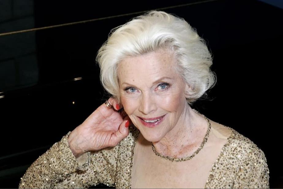 Honor Blackman (5avril, 94ans) Actrice britannique reconnue pour son rôle de la James Bond Girl Pussy Galore dans Goldfinger (1964).