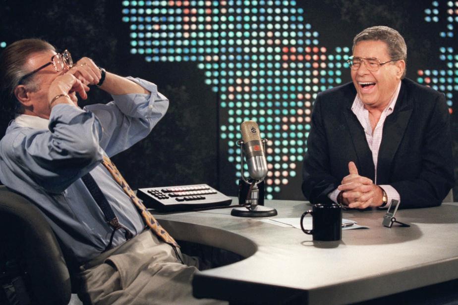 Larry King lors d'un fou rire l'humoriste Jerry Lewis en août1999
