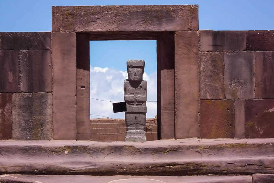 Le site précolombien de Tiwanaku, dans l'ouest de la Bolivie, près du lac Titicaca, a connu son apogée au IXesiècle après Jésus-Christ.