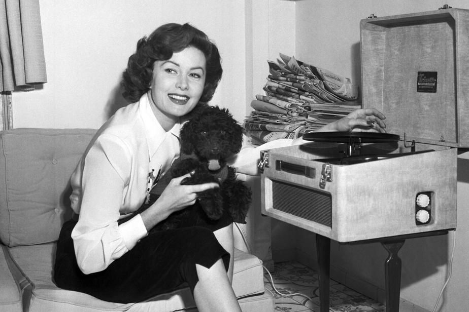 Rhonda Fleming (14octobre, 97ans) Comédienne américaine surnommée la Reine du Technicolor. Surtout connue au cinéma, elle a eu quelques rôles à la télévision et fait des spectacles à LasVegas.