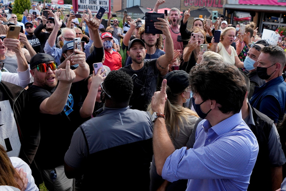 Justin Trudeau encore pourchassé par des manifestants antivaccins