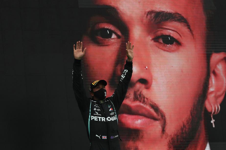 Réponse: Le pilote de Formule 1Lewis Hamilton, de l'équipe Mercedes, qui a remporté dimanche une 92evictoire en Grand Prix, dépassant le record de Michael Schumacher, et qui a lancé en septembre sa propre équipe de course en Extreme E.