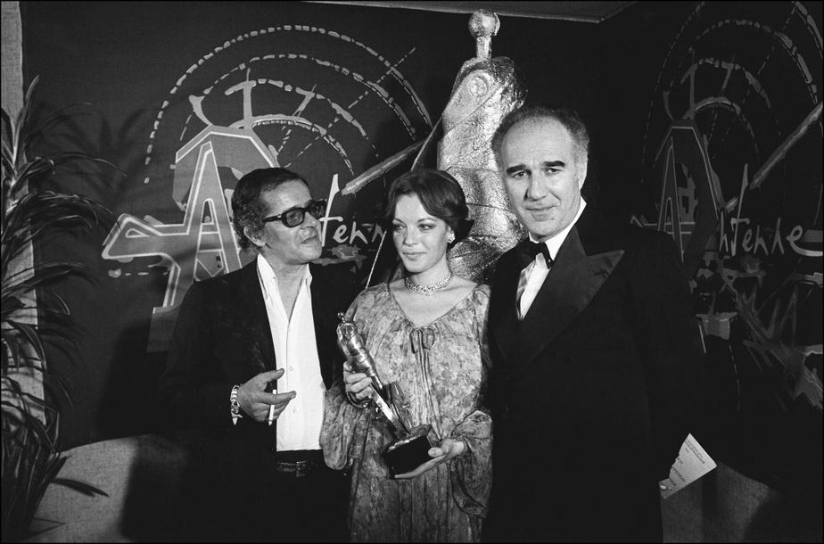 Les acteurs Serge Reggiani, Romy Schneider et Michel Piccoli durant la cérémonie des Césars en avril1976