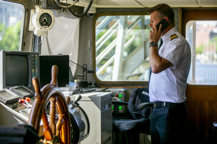 La capitaine du Cavalier Maxim, Éric Asselin, assure que son bateau est «la plus belle terrasse en ville».