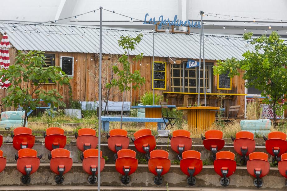 Comme au Village au Pied-du-Courant, on peut prendre un verre aux Jardineries dans une ambiance musicale relaxe tout en respectant les règles de distanciation sociale. Afin de les aider à traverser cette période particulière, les deux sites ont mis sur pied une campagne de financement participatif.