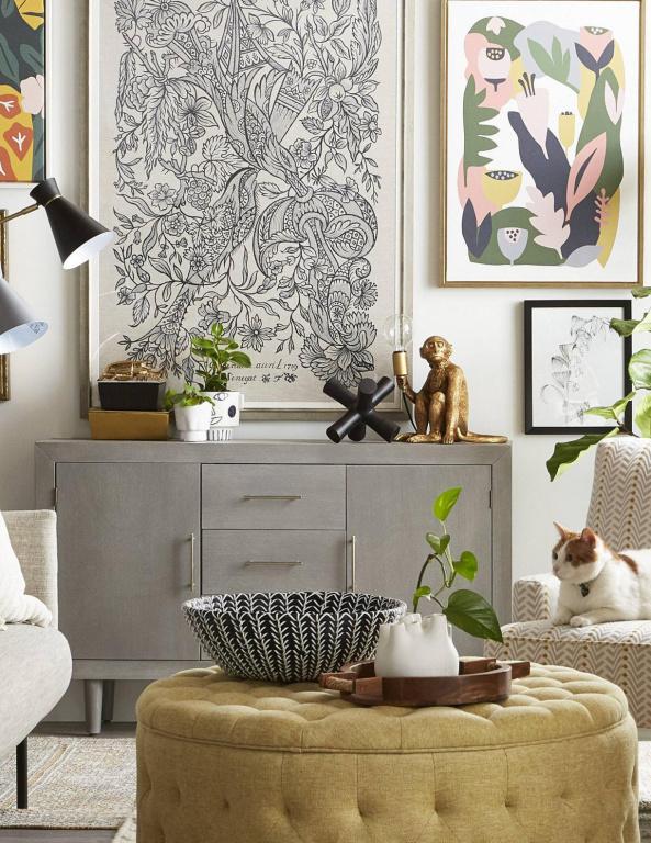 Des cache-pots de différents formats faits avec des matériaux variés donnent un intérêt visuel supplémentaire à une pièce, tout en y intégrant un peu de verdure, fait remarquer LibbyStunt, experte en décoration chez HomeSense.