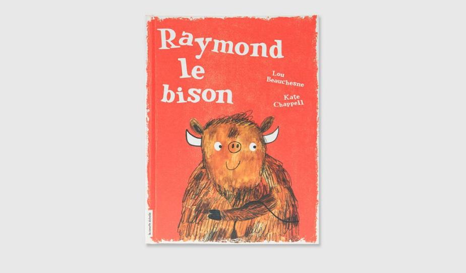 SI VOUS AIMEZ… IMAGINER Gilles adore son livre Raymond le bison. Il l'emmène au parc, chez le dentiste, même à la piscine! Un jour, la mère de Gilles rapporte par erreur Raymond le bison à la bibliothèque. Projeté dans la chute à livres, le bison a un tel choc qu'il sort de ses pages. Charmant comme tout, ce roman abondamment illustré est une ode à la lecture et à l'amitié. Pour stimuler l'imagination, foi de cornichon au citron (il faut lire Raymond le bison pour comprendre). Raymond le bison, texte de Lou Beauchesne, illustrations de Kate Chappell, éditions La Courte échelle. Dès 7ans.