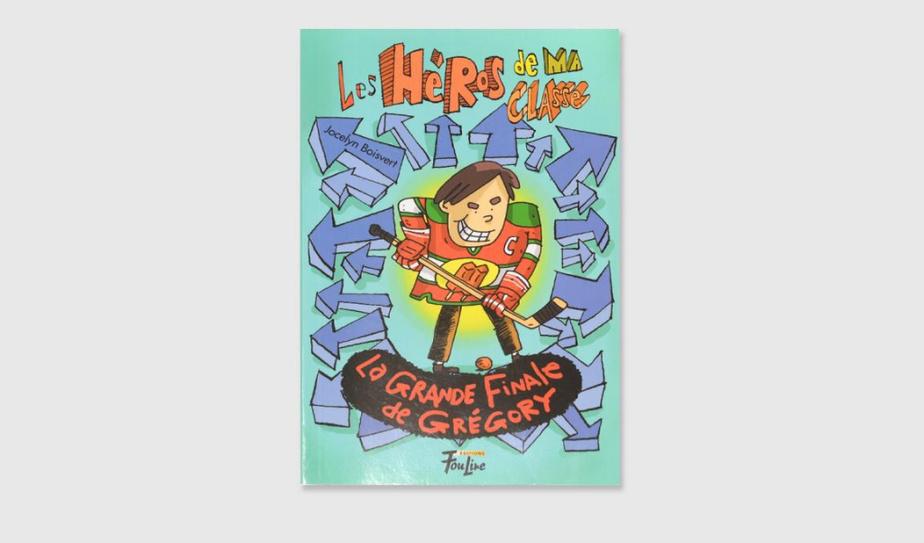 SI VOUS AIMEZ… LE HOCKEY Grégory veut gagner la CoupeStanley, remise lors du tournoi de hockey-balle de son école. Comment faire gagner son équipe, les Bâtons-de-popsicle? Dans ce livre dont vous êtes le héros, c'est au lecteur de décider. C'est efficace et comique–au point d'avoir envie de tester tous les scénarios possibles. On enfile les pages sans s'en rendre compte, pour le plaisir. Les héros de la classe, tome 11, La grande finale de Grégory, texte de Jocelyn Boisvert, illustrations de Philippe Germain, Les éditions FouLire. Dès 8ans.