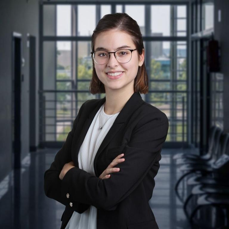 Camille Caron, étudiante à HEC Montréal, est lauréate du prix Relève Desjardins 2020.